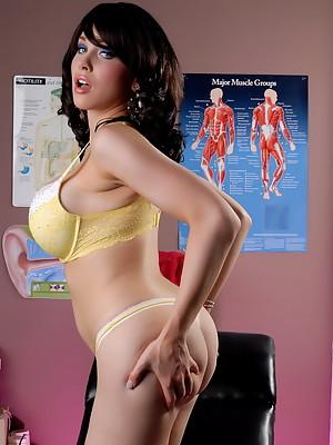 Big titted Sarina Valentina posing at the doctor's